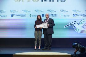 Eduardo González, Director General de Preventiva junto a la Vicepresidenta de la AECC, Laura Ruiz de Galarreta